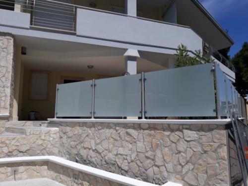 recinzione-a-vetro-traslucido-2-aluglass