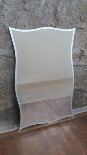 specchio-a-onde-con-bordo-in-vinile-santinato